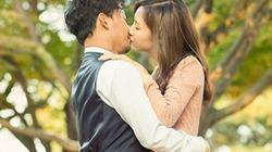Tiến Đạt đắm đuối hôn vợ 9x ngay tại quê nhà của tình cũ Hari Won