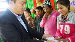 Báo Dân Việt tặng quà Tết cho nông dân nghèo huyện miền núi A Lưới