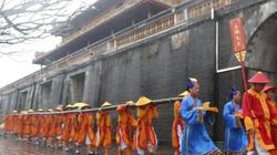 """Trang trọng lễ dựng nêu """"đuổi trừ tà ma"""" trong Hoàng cung Huế"""