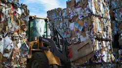 Trung Quốc có chính sách mới, lo núi rác phế liệu lại đổ vào Việt Nam