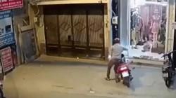 """SỐC: Xe ga bị """"cuỗm"""" trong tích tắc, chủ xe đuổi theo vô vọng"""