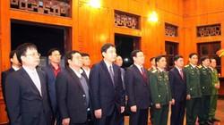Phó Thủ tướng Vương Đình Huệ dâng hương tưởng nhớ Hồ Chủ tịch