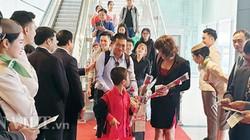 """Trên 8.000 khách du lịch """"xông đất"""" vịnh Hạ Long và sân bay Vân Đồn"""