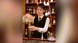 """Dân mạng """"sục sôi"""" với màn pha chế điêu luyện của nữ bartender xinh đẹp"""