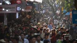 Dòng người đông nghịt, chen chúc đi chùa Hương trước ngày khai hội