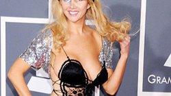 Đâu là bộ váy khiến BTC Grammy phải ra lệnh cấm hở?