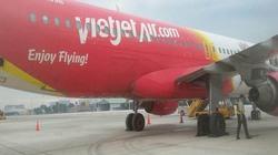Máy bay VietJet nổ lốp ở sân bay Tân Sơn Nhất