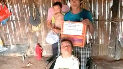 Lì xì xe lăn cho em bé mang ước mơ đến trường