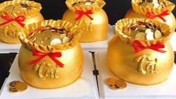 """Phát sốt với bánh """"vàng"""" ngày Thần Tài, 2 ngày bán hơn 6000 chiếc"""