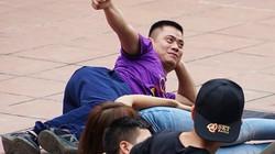 Ảnh, clip: Biến khuôn viên chùa Yên Tử thành nơi lăn lê, vui đùa