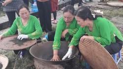 Xem nghệ nhân sao chè tại Lễ hội hương sắc trà xuân Thái Nguyên