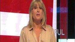 Nữ nhà báo Anh cởi áo trên sóng truyền hình để phản đối Brexit