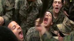 Xem lính thủy đánh bộ Mỹ uống máu rắn, ăn bọ cạp