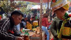 Trăm con lợn vàng ruộm nức mũi tại lễ hội chùa Bắc Nga nơi xứ Lạng