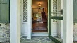 Căn nhà bỏ hoang 50 năm vẫn đẹp như mới đang được rao bán tới 37 tỷ đồng