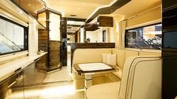 Nhà như khách sạn 5 sao kèm gara ô tô gói gọn trong chiếc xe hơi chục tỷ