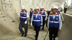 Lãnh đạo TP.HCM đi bộ xuyên lòng đất ở trung tâm để kiểm tra dự án metro