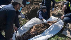 Mộ tập thể 3.500 nạn nhân của IS có thể hé lộ số phận con tin Mỹ