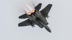 Chiến đấu cơ F-15 Mỹ bất ngờ phóng cả loạt tên lửa triệu USD xuống biển