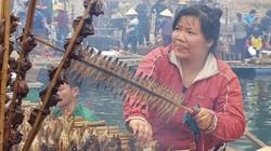 Lênh đênh sóng nước sông Đà, ăn cá đặc sản nướng thơm lừng