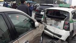 Hà Nội: Ô tô đâm hàng loạt xe đang dừng đèn đỏ