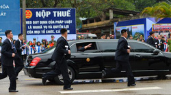 """Clip: Dàn vệ sĩ """"chạy bộ"""" của ông Kim Jong Un tại ga Đồng Đăng"""