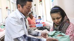 """Bác sĩ mát tay nhất bệnh viện phụ sản nói về việc """"thầy bảo chọn giờ đẹp để sinh"""""""