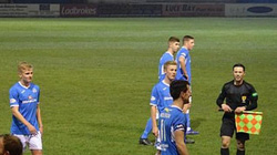 HY HỮU: Trọng tài chấn thương, CĐV xuống sân... điều khiển trận đấu