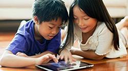 Trẻ suốt ngày dán mắt lên thiết bị thông minh thực ra không xấu như bạn nghĩ