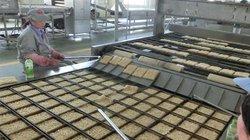Cận cảnh cỗ máy trong 8 giờ có thể sản xuất ra 200.000 gói mì