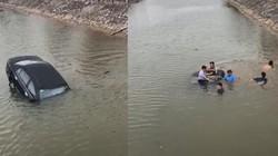 Clip: Ô tô mất lái rơi xuống sông, người dân hợp sức đập kính giải cứu tài xế