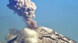 Núi lửa cao hơn 5.000m nổ lớn phun tro bụi phủ kín một vùng trời