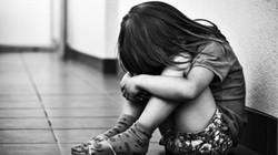 Ở nước ngoài, chạm vào trẻ mà không được cho phép cũng là phạm pháp