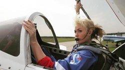 Nữ phi công Nga lái tiêm kích trình diễn màn nhào lộn ngoạn mục