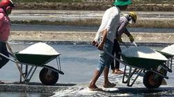 Nơi có hạt muối ngon, cùng với cá cơm làm nên nước mắm Phú Quốc