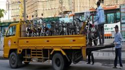 Để cấm được xe máy, thành phố này đã giúp người dân thế nào?