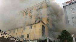 Lửa bao trùm khách sạn giữa Nghệ An, hàng trăm người dập lửa, cứu người