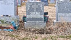 """Mỹ: Kinh hồn vì bị """"nuốt"""" xuống mộ của bố mẹ ở nghĩa trang"""