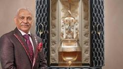 """Lọ nước hoa Dubai giá gần 30 tỷ được đặt trong hộp cao tới gần 2m gây """"choáng"""""""
