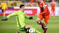 """Clip: Sai lầm """"chết người"""" của Courtois, biếu ĐT Nga 1 bàn thắng"""
