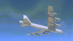 """Video Nga điều chiến đấu cơ """"xua đuổi"""" oanh tạc cơ B-52 của Mỹ"""