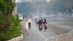 Xe máy lấn chiếm con đường đi bộ dài nhất Thủ đô