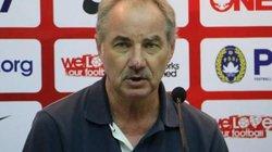HLV Alfred Riedl cảnh báo HLV Park Hang-seo và U23 Việt Nam
