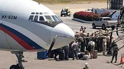 Máy bay Nga bất ngờ mang 100 binh sĩ, 35 tấn hàng đến Venezuela?