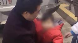 Bố bán con trên mạng để lấy 9.000 USD trả nợ đánh bạc