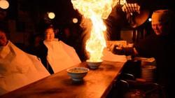 """Thưởng thức món mì ramen """"bốc cháy"""" có hương vị đặc trưng ở Nhật"""