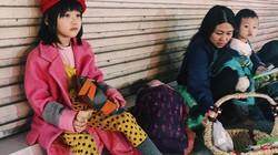 Bé gái vô gia cư 6 tuổi trên Hàng Bông mặc đẹp dù phải kham khổ mưu sinh