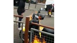 Tranh cãi trong việc giao hàng, nam shipper ra tay đốt xe đối thủ