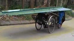 Cảnh nằm sấp phi xe chở tôn trên lưng ở Việt Nam lên báo nước ngoài