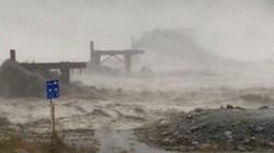 Mưa bão dữ dội cuốn phăng cả một cây cầu ở New Zealand